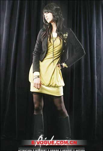 牛仔裙裤如何搭配_长靴和裙子的性感搭配 - 新新卡通花束