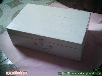 首页 资讯 创意diy > 内容:手绘漂亮小盒子  材料:木箱一个,手扫漆一
